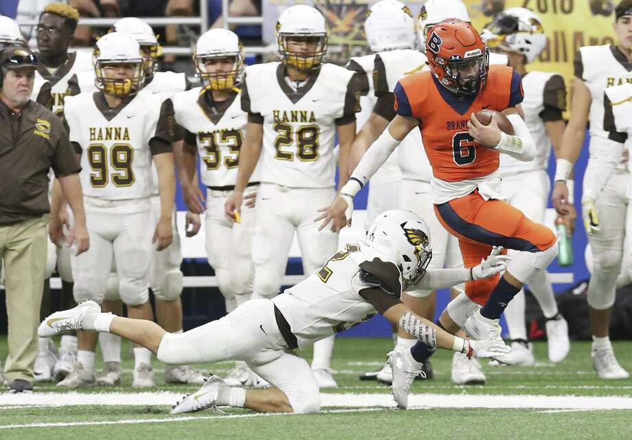 Brandeis' quarterback Jordan Battles (06) skirts away from Brownsville Hanna's Bryan Duran (22) in the first half in the Class 6A, Div. II football playoff game at the Alamodome on Saturday, Dec. 1, 2018. Brandeis came from behind to defeat the Golden Eagles, 33-32, to move on in the playoffs. (Kin Man Hui/San Antonio Express-News) Photo: Kin Man Hui, Staff Photographer / San Antonio Express-News / ©2018 San Antonio Express-News
