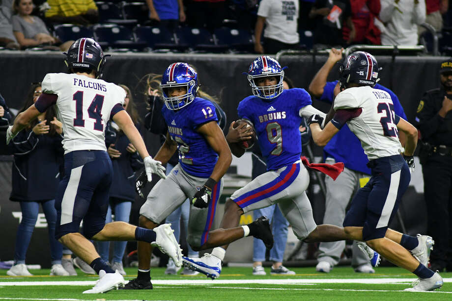 Beaumont West Brook quarterback La'Ravien Elia (9) runs behind teammate Bralin Adams (13) while trying to avoid Tompkins defenders Colby Huerter (14) and Pryce Powell (25) during the 2nd quarter of their Class 6A Divison II Region III Semifinal Playoff matchup at NRG Stadium in Houston on Dec. 1, 2018. Photo: Jerry Baker