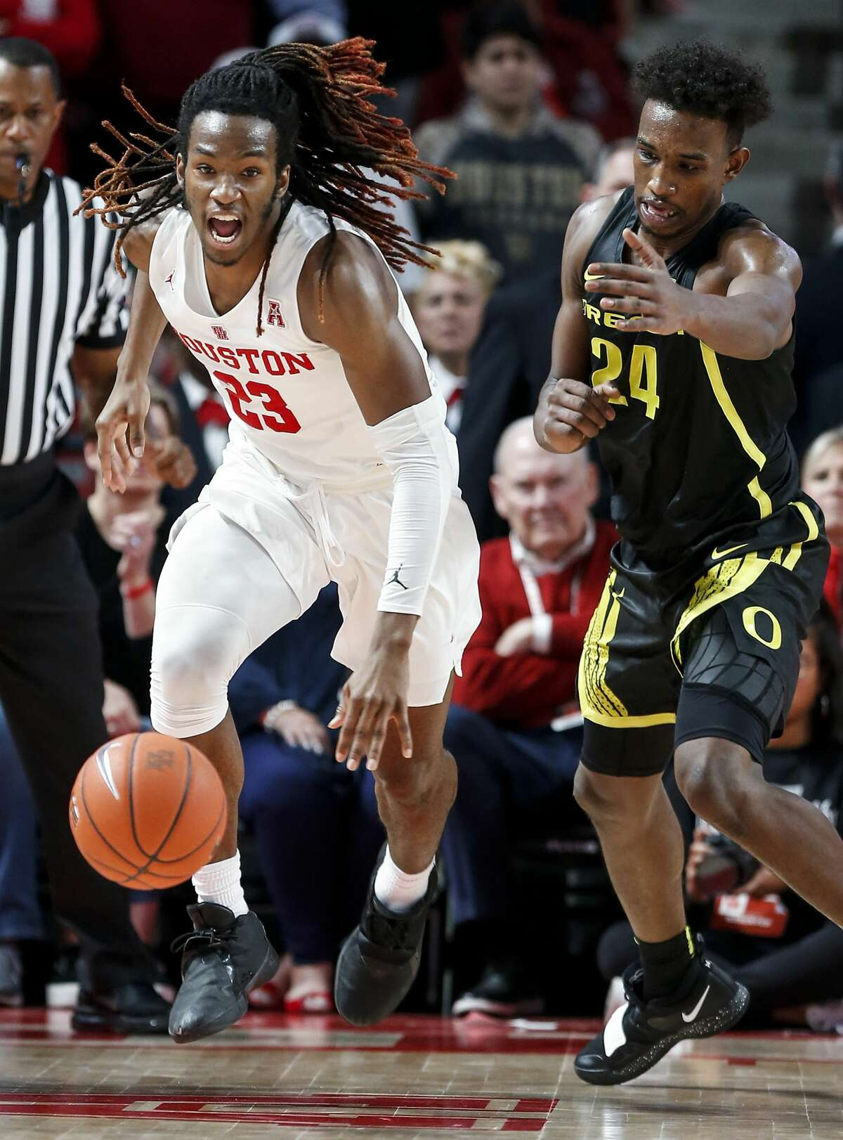 Houston forward Cedrick Alley Jr. (23) runs up the court past Oregon forward Abu Kigab (24) as he breaks the press during the second half on a NCAA basketball game at Fertitta Center on Saturday, Dec. 1, 2018, in Houston.