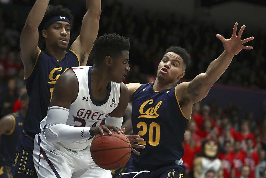 California's Matt Bradley, right, and Justice Sueing guard against St. Mary's Malik Fitts, center, in the first half of an NCAA college basketball game Saturday, Dec. 1, 2018, in Moraga, Calif. (AP Photo/Ben Margot) Photo: Ben Margot / Associated Press