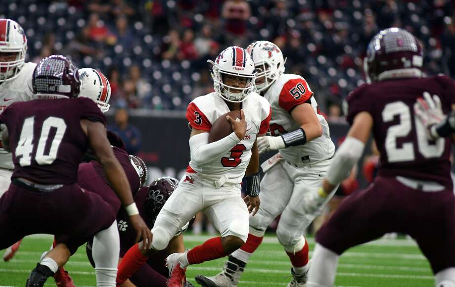 Atascocita junior quarterback Brice Matthews (3) looks for running lane between Cy-Fair defenders Tre'von Mosley (40) and Hunter Rangel (26) in the 4th quarter of their Class 6A Divison I Region III Semifinal Playoff matchup at NRG Stadium in Houston on Dec. 1, 2018. Photo: Jerry Baker, Houston Chronicle / Contributor / Houston Chronicle