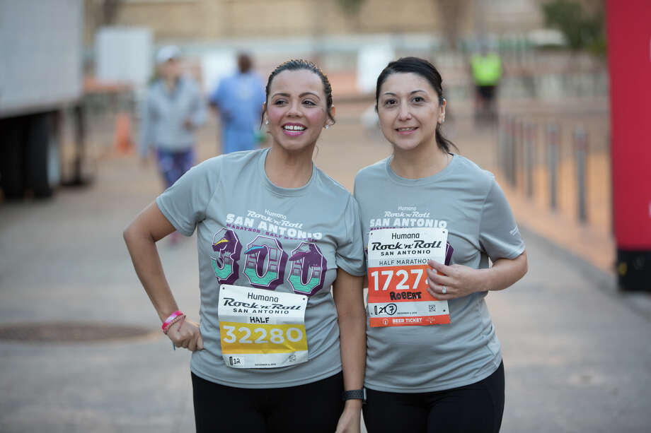 Thousands were registered to run in 2018's Humana Rock 'n' Roll Marathon Sunday Dec. 2, 2018. Photo: B. Kay Richter For MySA.com