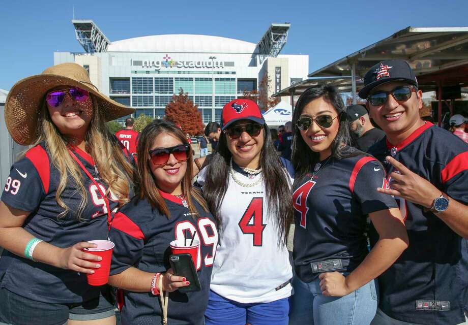 PHOTOS: A look at Texans fans outside NRG Stadium before Sunday's game