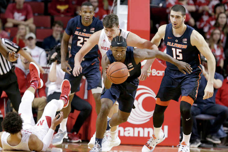 Illinois' Andres Feliz (center) wins a loose ball in front of Nebraska's Tanner Borchardt (center rear) during the first half Sunday in Lincoln, Neb. Photo: Associated Press