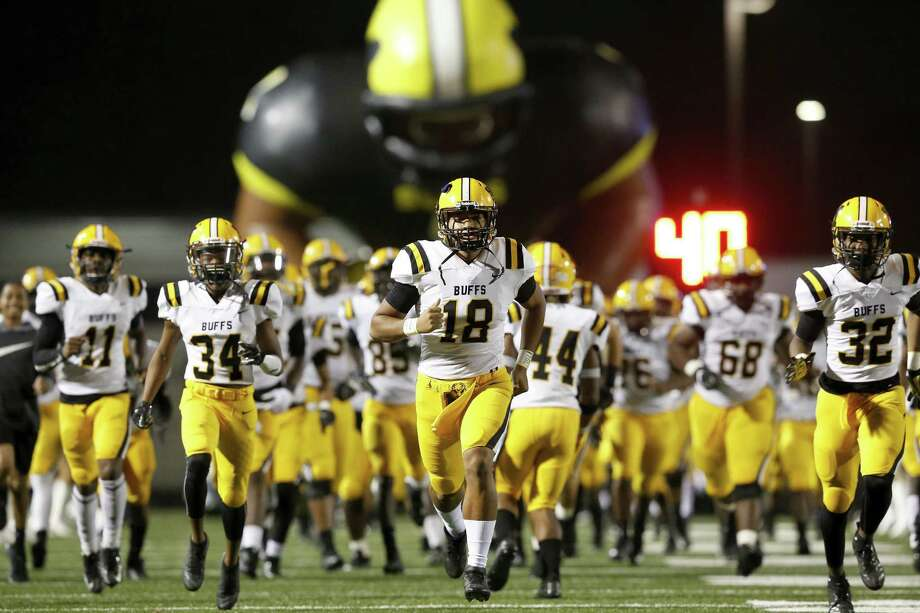 Fort Bend Marshall Buffalos quarterback Andrew Reynolds (18) leads the team onto the field before the high school football playoff game between the Port Neches-Groves Indians and the Fort Bend Marshall Buffalos in Baytown, TX on Friday, November 30, 2018. Photo: Tim Warner, Houston Chronicle / Contributor / ©Houston Chronicle