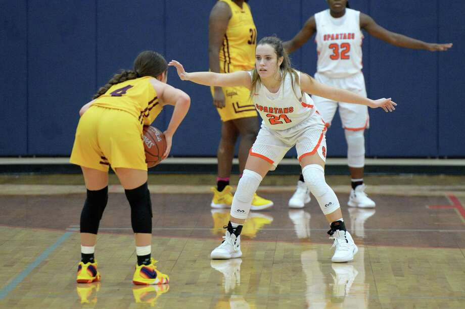 Addison Poth (21) of Seven Lakes guards Arlene Madrid (4) of Andress during the second half of a high school basketball game between the Seven Lakes Spartans and the Andress Golden Eagles in the ConocoPhillips Katy ISD Classic on Friday November 30, 2018 at Seven Lakes HS, Katy, TX. Photo: Craig Moseley, Houston Chronicle / Staff Photographer / ©2018 Houston Chronicle