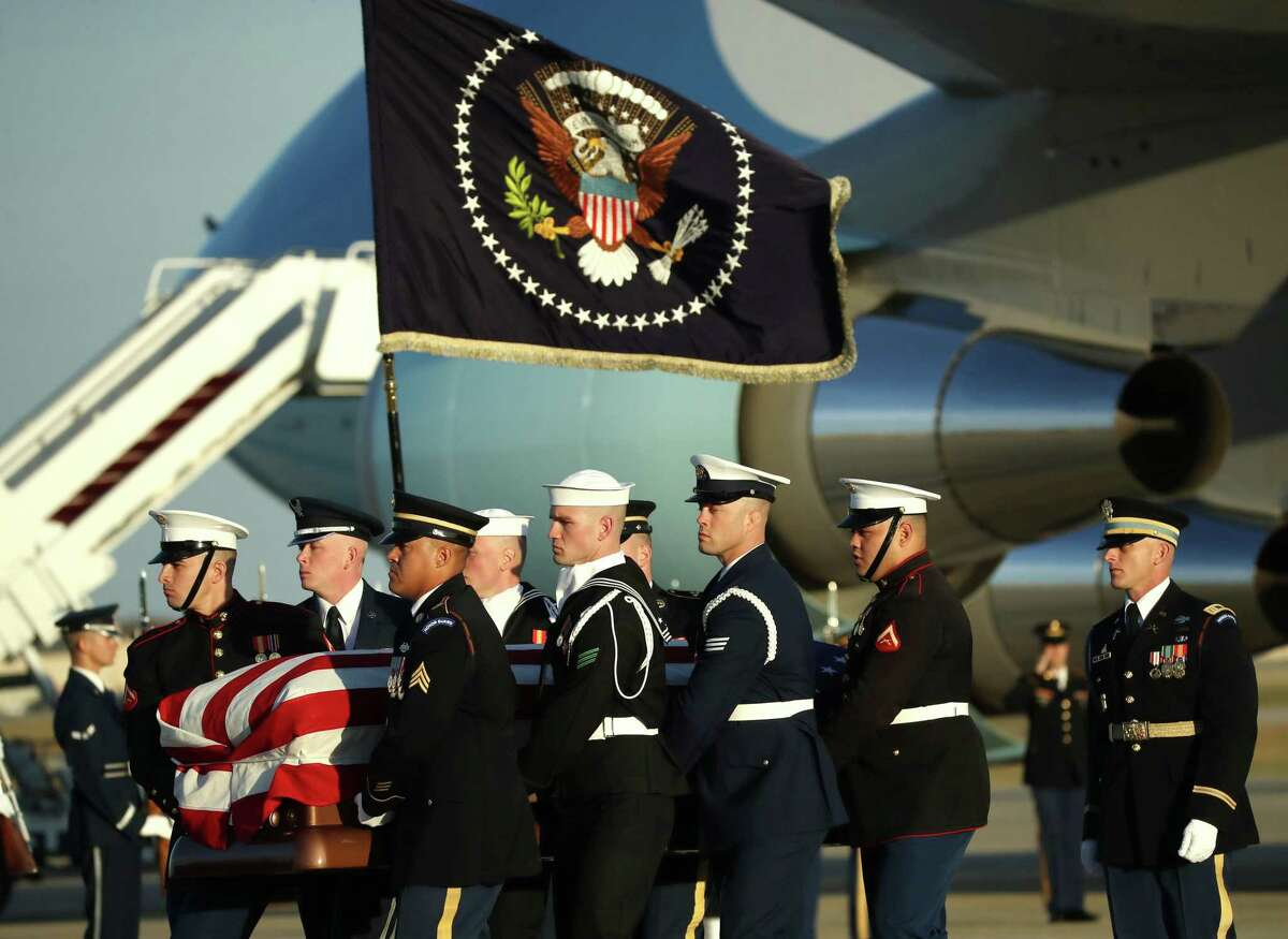 JOINT BASE ANDREWS, MARYLAND - DECEMBER 03: The casket of the remains of former U.S. President George H.W. Bush is carried out of the U.S. Air Force 747, being called 'Special Mission 41', on its way to the U.S Capitol on December 3, 2018 in Joint Base Andrews, Maryland. A state funeral for former U.S. President Bush will be held in Washington over the next three days, beginning with him lying in state in the Rotunda of the U.S. Capitol until Wednesday morning. (Photo by Mark Wilson/Getty Images)