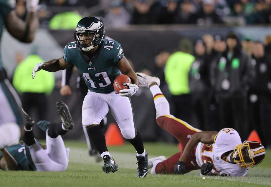 PHILADELPHIA, PA - DECEMBER 03: Running back Darren Sproles #43 of the Philadelphia Eagles returns the punt against wide receiver Jehu Chesson #16 of the Washington Redskins during the second quarter at Lincoln Financial Field on December 3, 2018 in Philadelphia, Pennsylvania.  (Photo by Elsa/Getty Images) Photo: Elsa / 2018 Getty Images