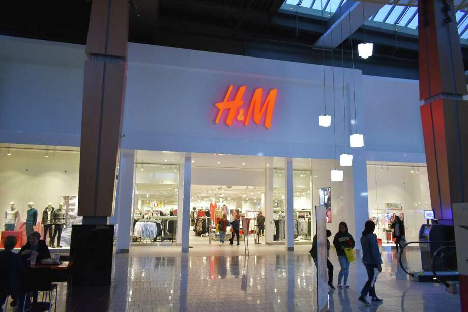 The H&M store at the Connecticut Post mall in Milford. The apparel giant inked a lease in the third quarter to open a new store at the Danbury Fair mall. Photo: Alexander Soule / Hearst Connecticut Media / Stamford Advocate