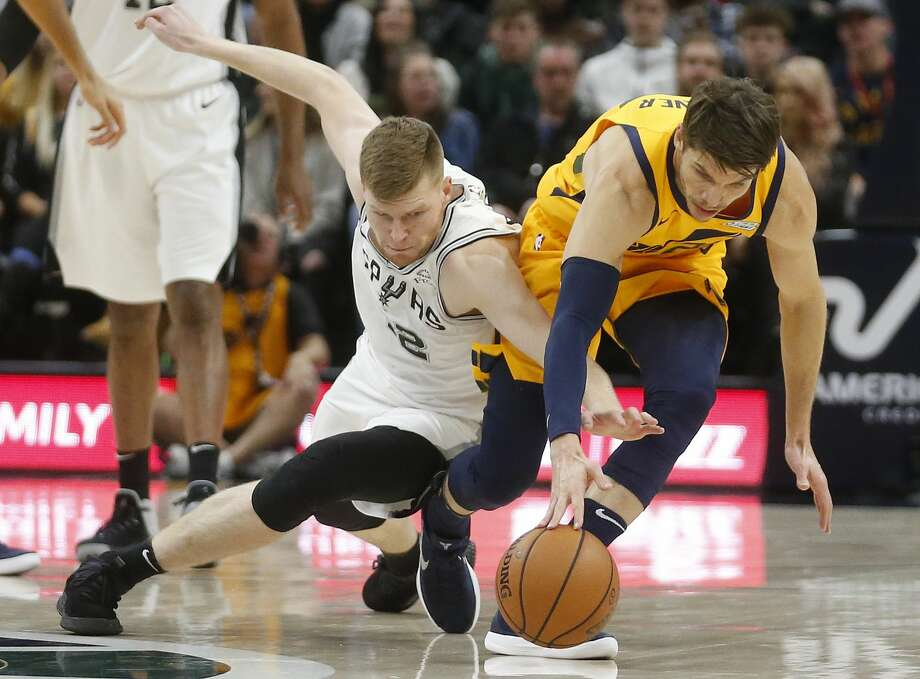San Antonio Spurs forward Davis Bertans, left, and Utah Jazz guard Kyle Korver battle for a loose ball in the first half of an NBA basketball game, Tuesday, Dec. 4, 2018, in Salt Lake City. (AP Photo/Rick Bowmer) Photo: Rick Bowmer/Associated Press