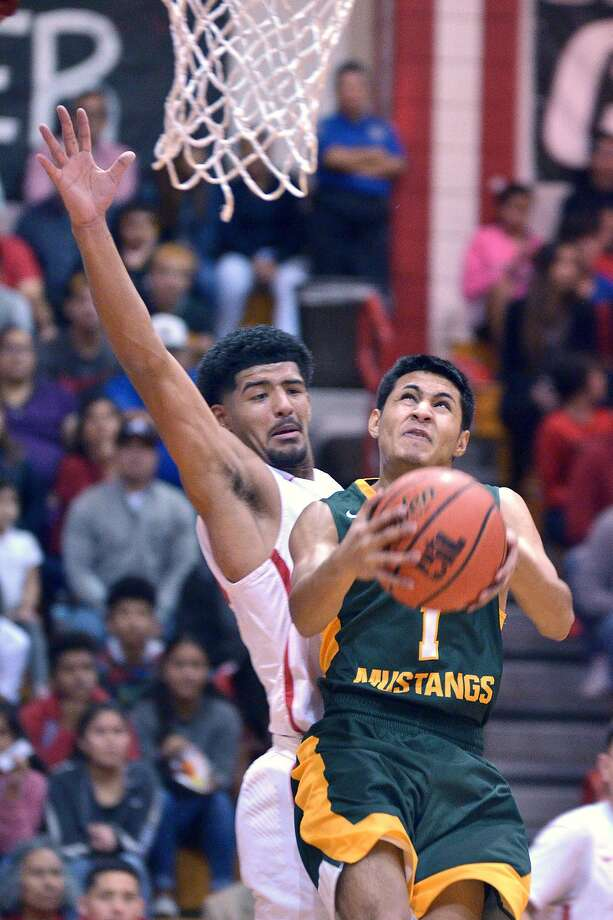Jonathan Garcia and the Mustangs will partake in the Kingsville Tournament this Friday and Saturday. Photo: Cuate Santos /Laredo Morning Times File / Laredo Morning Times