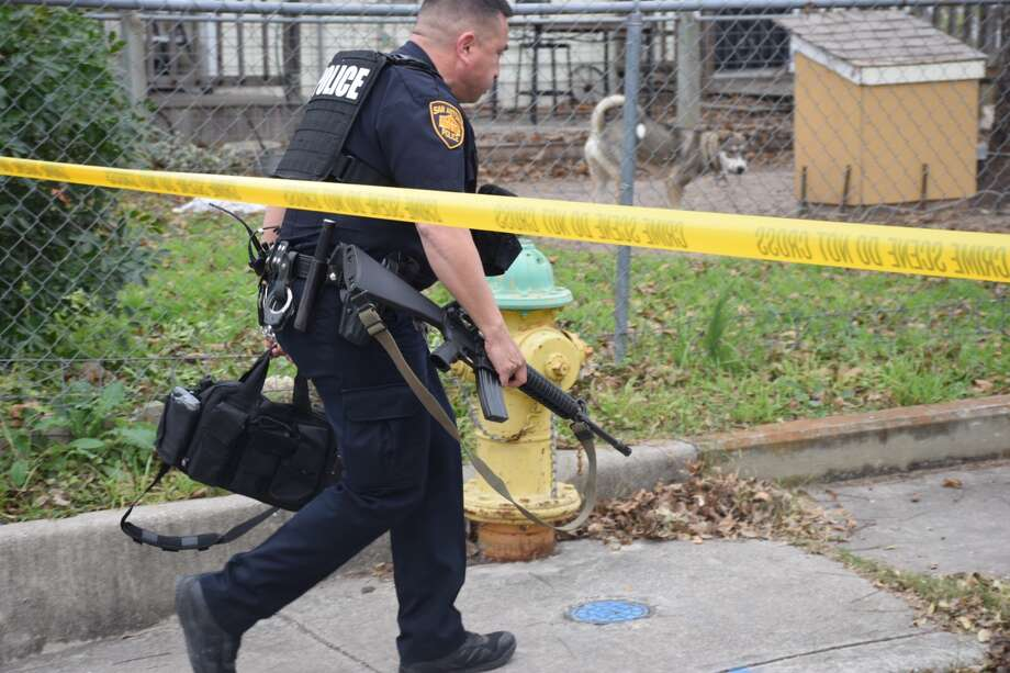 San Antonio police were called to the intersection of Huron and Vermont streets to respond to a shooting on Dec. 5, 2018. Photo: Caleb Downs/San Antonio Express-News