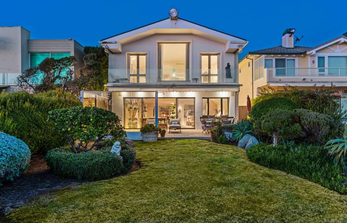 The two-story estate the late singer Frank Sinatra built in 1992 on Broad Beach in Malibu is now on the market for the first time. The home is listed for $12.9 million.