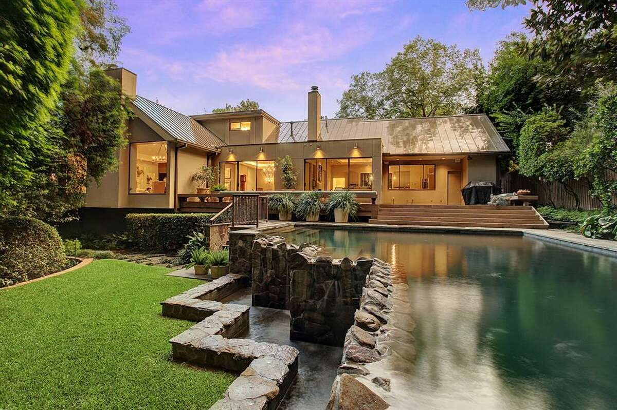 10. 5202 Briar DriveHouse sold: $2.5 million - $2.9 million4,330 square feetMartha Turner Sotheby's - Raghda Henthorne