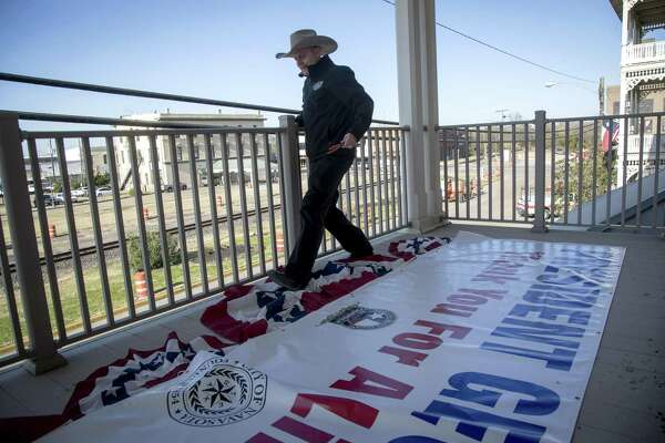Along the Bush train route, towns in rural Texas prepare for