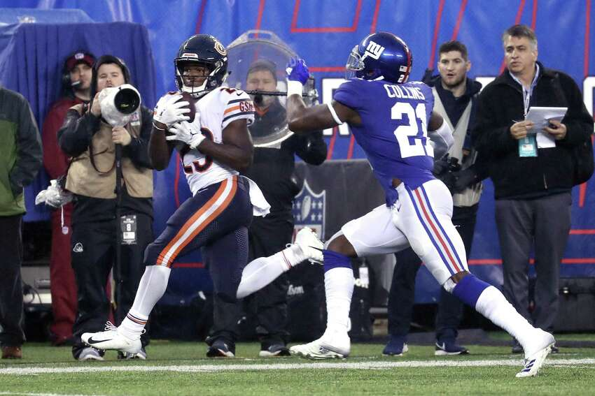 EAST RUTHERFORD, NEW JERSEY - DECEMBER 02: Kyle Fuller #23 of the Chicago Bears catches a first down pass against Landon Collins #21 of the New York Giants during the fourth quarter at MetLife Stadium on December 02, 2018 in East Rutherford, New Jersey. (Photo by Al Bello/Getty Images)