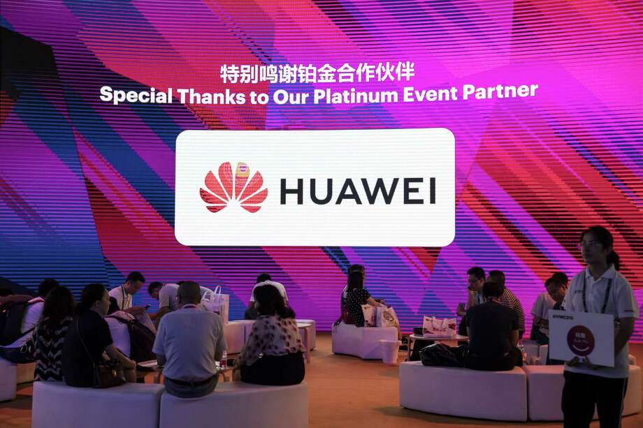 Attendees sit in front of a screen showing an acknowledgement message featuring the Huawei Technologies Co. logo at the Mobile World Congress Shanghai in Shanghai, China, on June 28, 2018. Photo: Qilai Shen/Bloomberg / Bloomberg