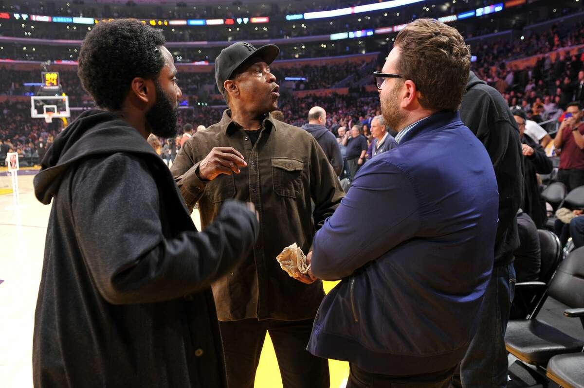 LOS ANGELES, CALIFORNIA - DECEMBER 05: Actors Denzel Washington, son John David Washington and producer Eddie Vaisman attend a basketball game between the Los Angeles Lakers and the San Antonio Spurs at Staples Center on December 05, 2018 in Los Angeles, California. (Photo by Allen Berezovsky/Getty Images)