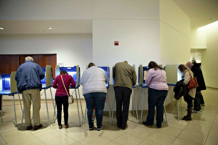 Voters cast ballots in the midterm elections at a polling station in Wauwatosa, Wisconsin, on Nov. 6, 2018. Photo: Daniel Acker/Bloomberg / Bloomberg