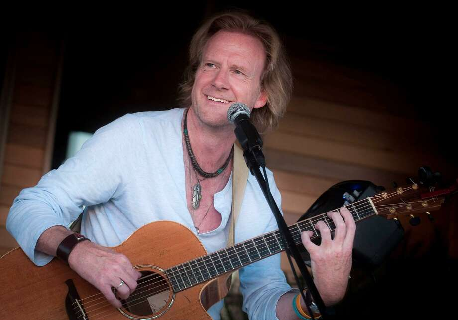 Traveling troubadour Rupert Wates appears at Voices Cafe in Westport at 8 p.m. Saturday, Dec. 8. Photo: Randy Bradbury / Contributed Photo / Norwalk Hour contributed