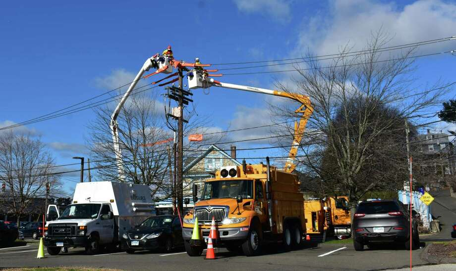Eversource technicians work on lines in early December 2018 in Norwalk, Conn. Photo: Alexander Soule / Hearst Connecticut Media / Stamford Advocate