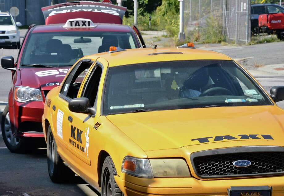 Taxis wait for fares at a bus station. Photo: File Photo / 40041700A