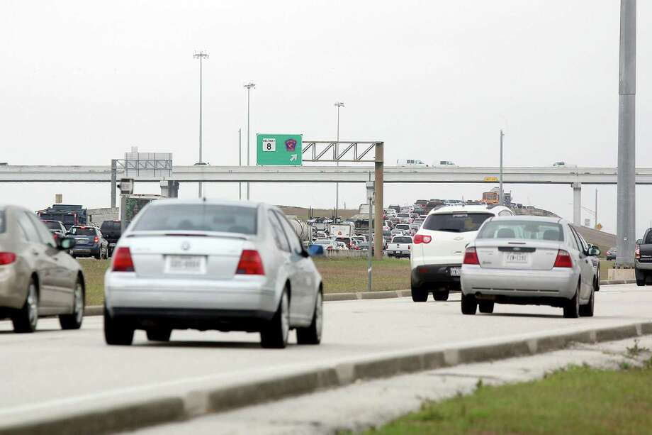 Motorists awaiting the start a planned pilot program to provide a park-and-ride service that will travel heavily congested Texas 288 from Pearland to the Texas Medical Center will need to wait until next year. Photo: Pin Lim Pin Lim, Freelance / For The Chronicle / Copyright Forest Photography, 2015.
