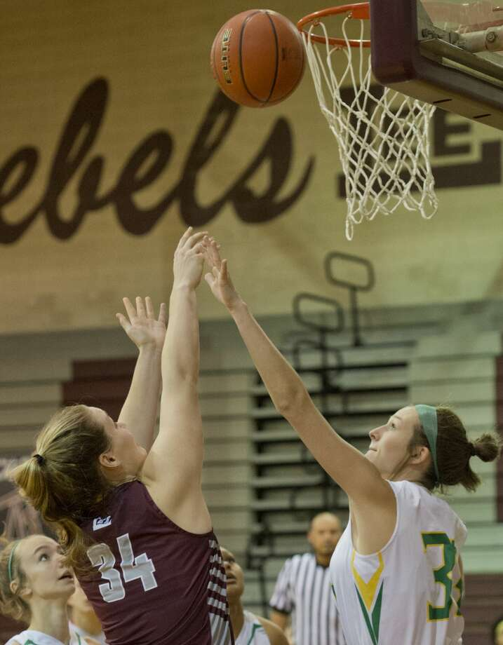 Lee High's Paige Low puts up a shot over Idalou's Libby Craig 12/06/18 in a game at Lee Hgh gym for the Tall City Oilman's Invitational. Tim Fischer/Reporter-Telegram Photo: Tim Fischer/Midland Reporter-Telegram