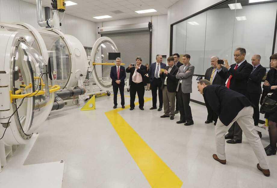 Participants at the High Speed. Aerospace Transportation Workshop watch a demonstration of the high pressure altitude chamber formerly used by Orbital Outfitters 12/06/18. Tim Fischer/Reporter-Telegram Photo: Tim Fischer/Midland Reporter-Telegram