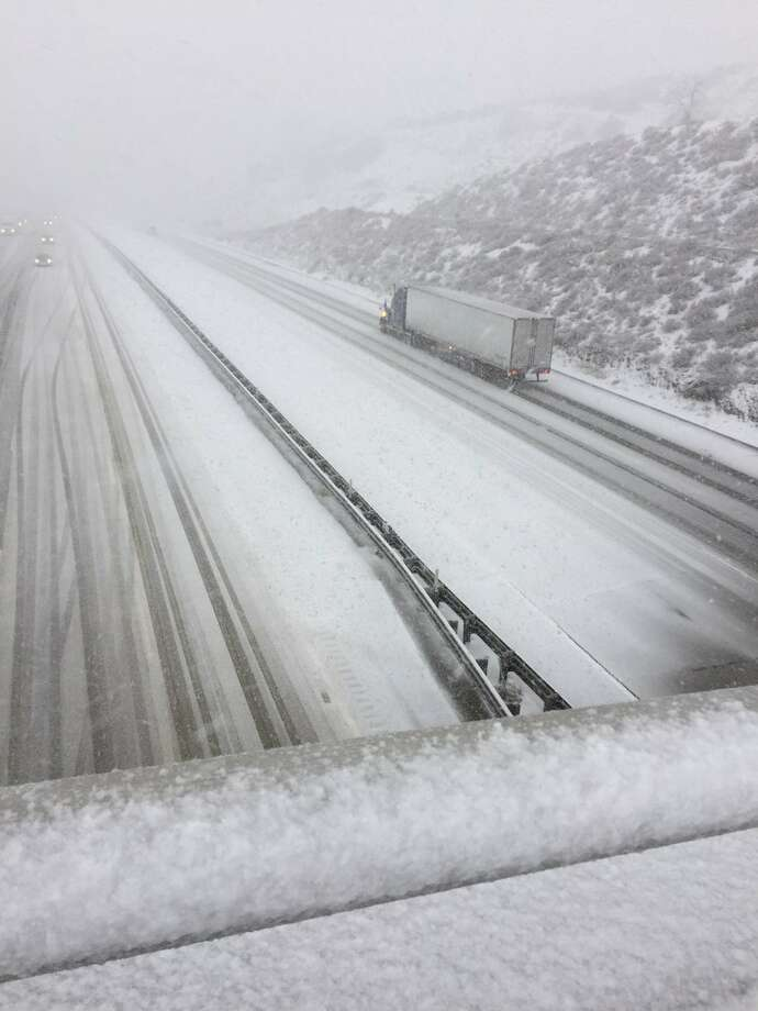 A cold winter storm brought low-elevation snow to Southern California, blanketing the Grapevine and temporarily closing I-5 on Dec. 6, 2018. Photo: Caltrans
