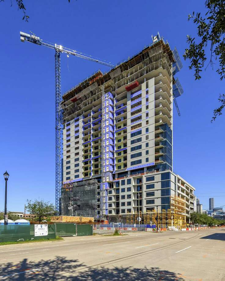 Hoar Construction reached final height on Australia developer Caydon's 27-story apartment tower at 2850 Fannin in Midtown. Photo: Hoar Construction / CNW