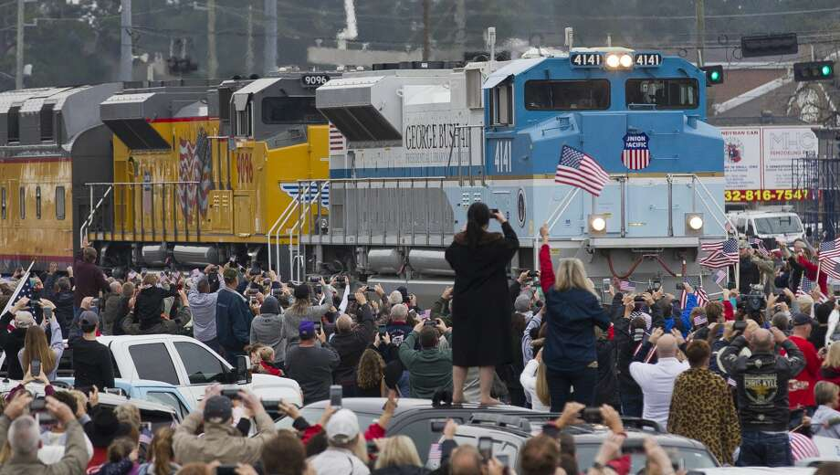 Montgomery County residents pay final respects to Bush ...