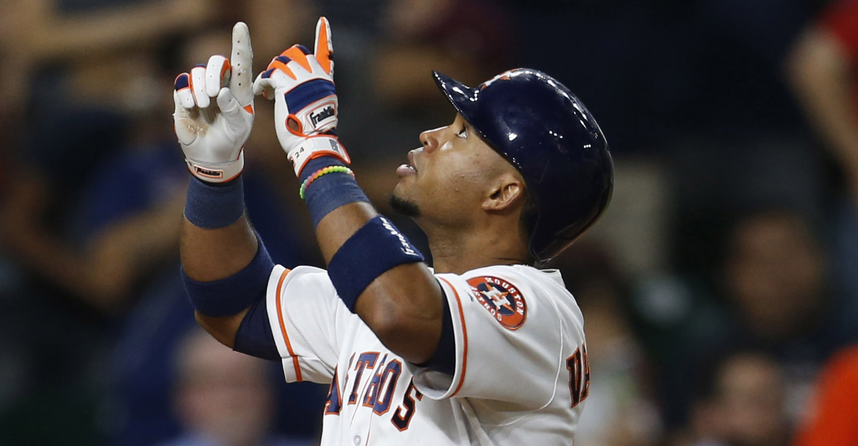 Former Astros players Luis Valbuena, Jose Castillo die in car accident