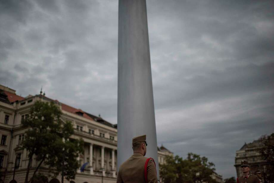 A Hungarian soldier stands outside the parliament building before a flag lowering ceremony in Budapest, Hungary, on Sept. 23, 2018. Photo: Washington Post Photo By Michael Robinson Chavez / The Washington Post