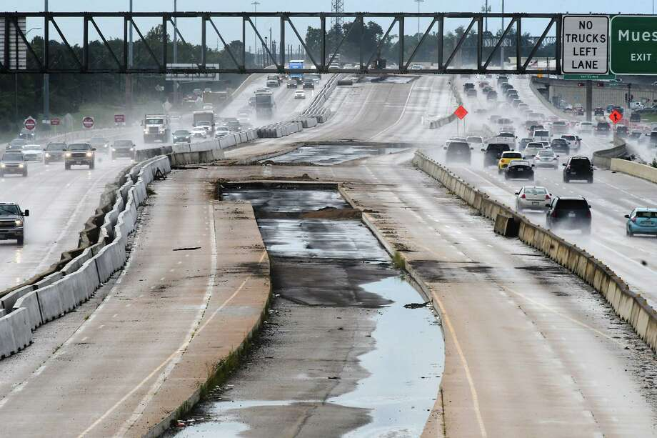 Empty lanes split the east and west bound lanes of Highway 290 as seen from the Barker Cypress overpass on Sept. 13, 2018.>>>Keep clicking for the worst traffic on roadways in Houston, according to readers... Photo: Jerry Baker, Houston Chronicle / Contributor / Houston Chronicle