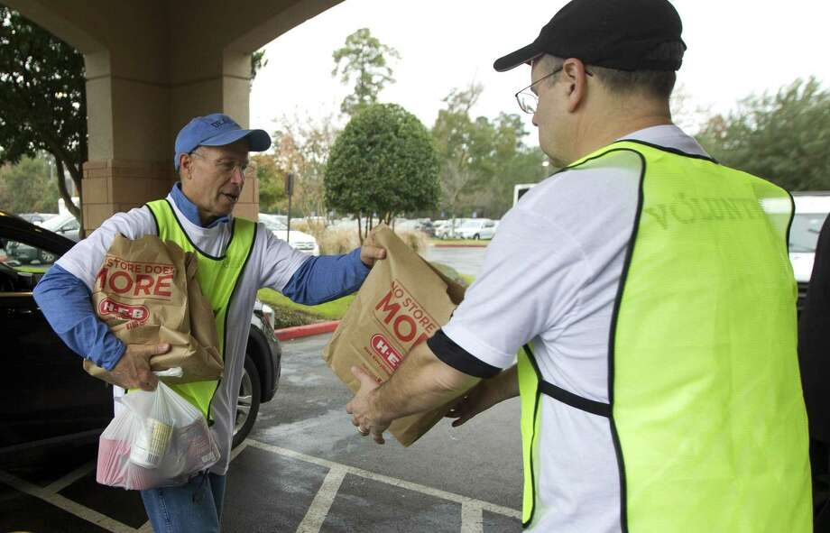 Volunteer Stu Monteith carries donated food as the Montgomery County Food Bank kicked off its annual food drive at The Woodlands United Methodist Church, Friday, Dec. 7, 2018, in The Woodlands. Donated food totalling 4,000 meals was collected from community members. Photo: Jason Fochtman, Houston Chronicle / Staff Photographer / © 2018 Houston Chronicle