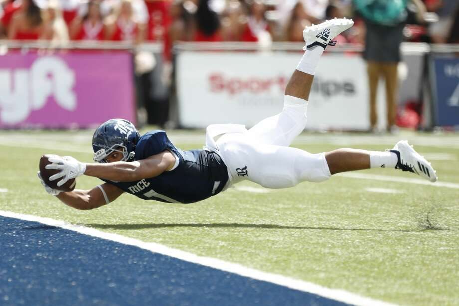 Rice tight end Jordan Myers (7) dives into the end zone for a 29-yard touchdown reception against Houston during the first quarter of an NCAA football game at Rice Stadium on Saturday, Sept. 1, 2018, in Houston. Photo: Brett Coomer/Staff Photographer