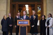 Governor-elect Ned Lamont with his transition team last month at the State Capitol. From the left is wife Annie Lamont and transition team members Ryan Drajewicz, the incoming chief of staff; Attorney General George Jepsen; Garrett Moran; Lieutenant Governor-elect Susan Bysiewicz; Dr. Elsa Nunez; and State Rep. Toni Walker. (AP Photo/Jessica Hill)
