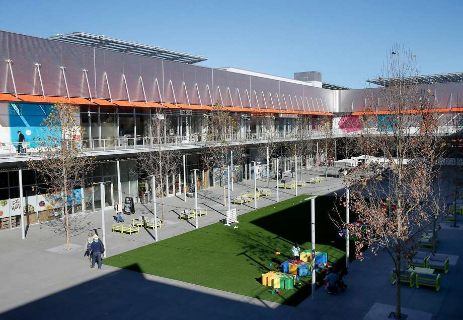 City Center Bishop Ranch dresses up the San Ramon business park with splashes of color, giving the plaza a genuinely civic presence that distinguishes it from surrounding storefronts. Photo: Paul Chinn / The Chronicle
