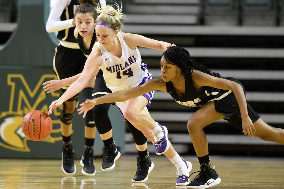 Midland High's Taysha Rushton keeps the ball away from Hobbs' Ashley Aragon (left) and Wisdom Anthony (right) in the Tall City Oilman's Invitational Dec. 7, 2018 at Chaparral Center. James Durbin/Reporter-Telegram Photo: James Durbin / ? 2018 Midland Reporter-Telegram. All Rights Reserved.