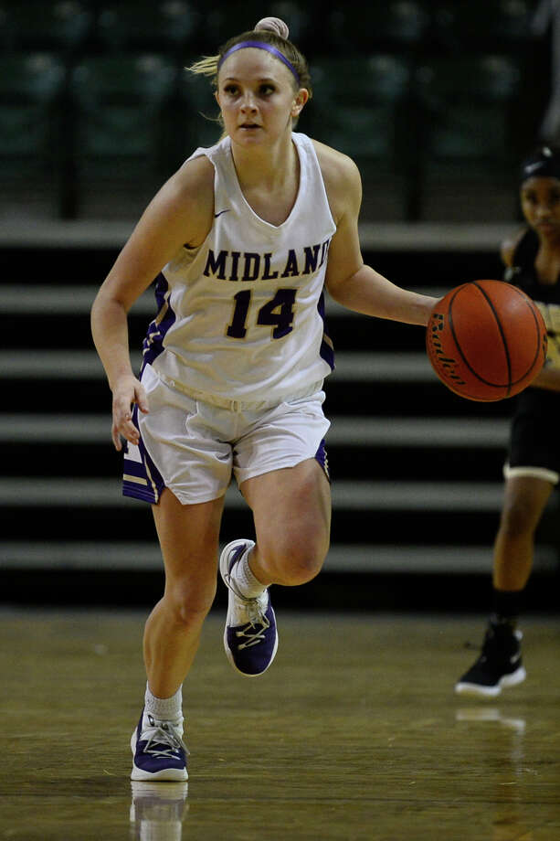 Midland High's Taysha Rushton dribbles against Hobbs in the Tall City Oilman's Invitational Dec. 7, 2018 at Chaparral Center. James Durbin/Reporter-Telegram Photo: James Durbin / ? 2018 Midland Reporter-Telegram. All Rights Reserved.