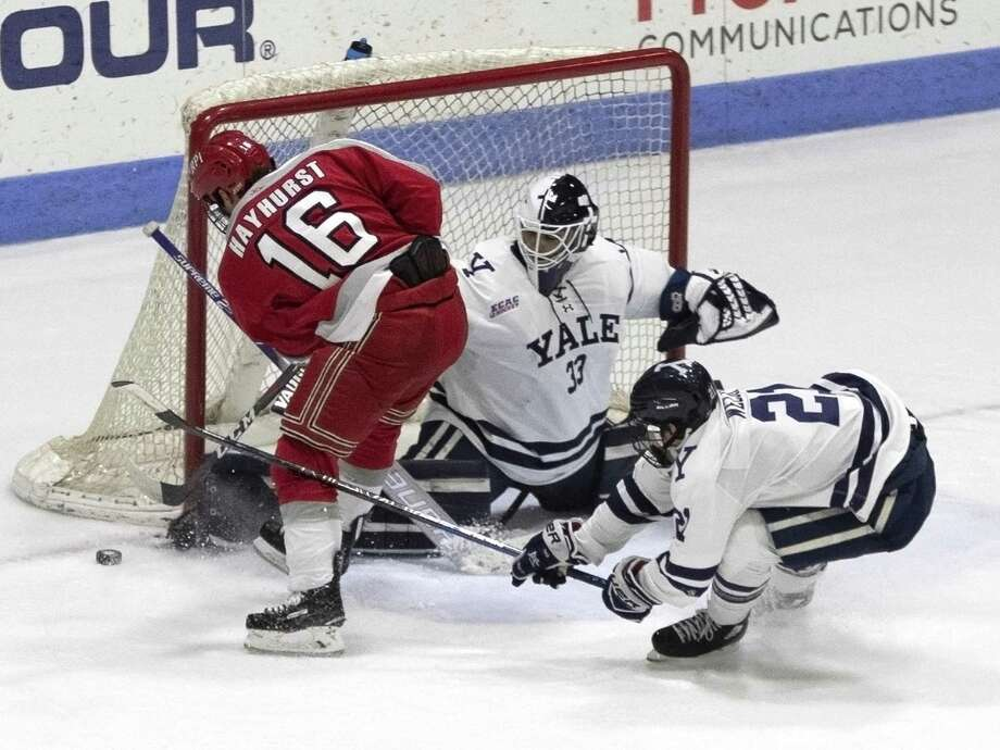 Yale goalie Corbin Kaczperski makes a save against Rensselaer on Friday. Photo: Steve Musco / Yale Athletics / ©2018 - 2019 Steve Musco , All rights reserved