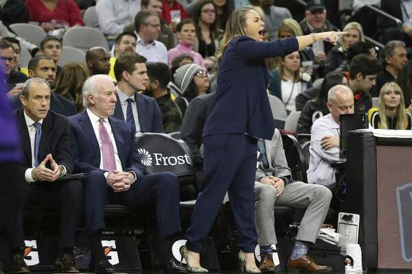 Spurs' assistant coach Becky Hammon (center) directs the team against the Los Angeles Lakers at the AT&T Center on Friday, Dec. 7, 2018. (Kin Man Hui/San Antonio Express-News)