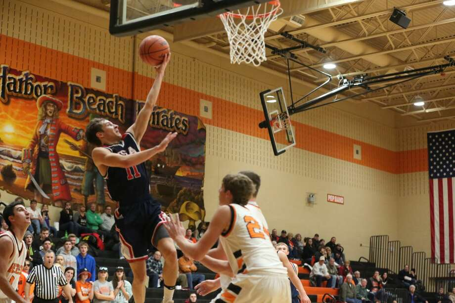 USA 59, Harbor Beach 44 Photo: Mike Gallagher/Huron Daily Tribune