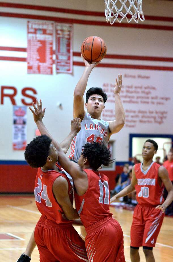 Nelson Vasquez had 15 points and four rebounds Friday as Martin fell 63-61 at home against Converse Judson. Photo: Cuate Santos /Laredo Morning Times / Laredo Morning Times