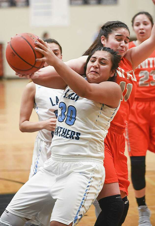 In the only local home games Friday, Evelyn Cruz had 20 points in United South's win against Weslaco while Olivia Campero and United steamrolled Gregory-Portland. Photo: Danny Zaragoza / Laredo Morning Times File