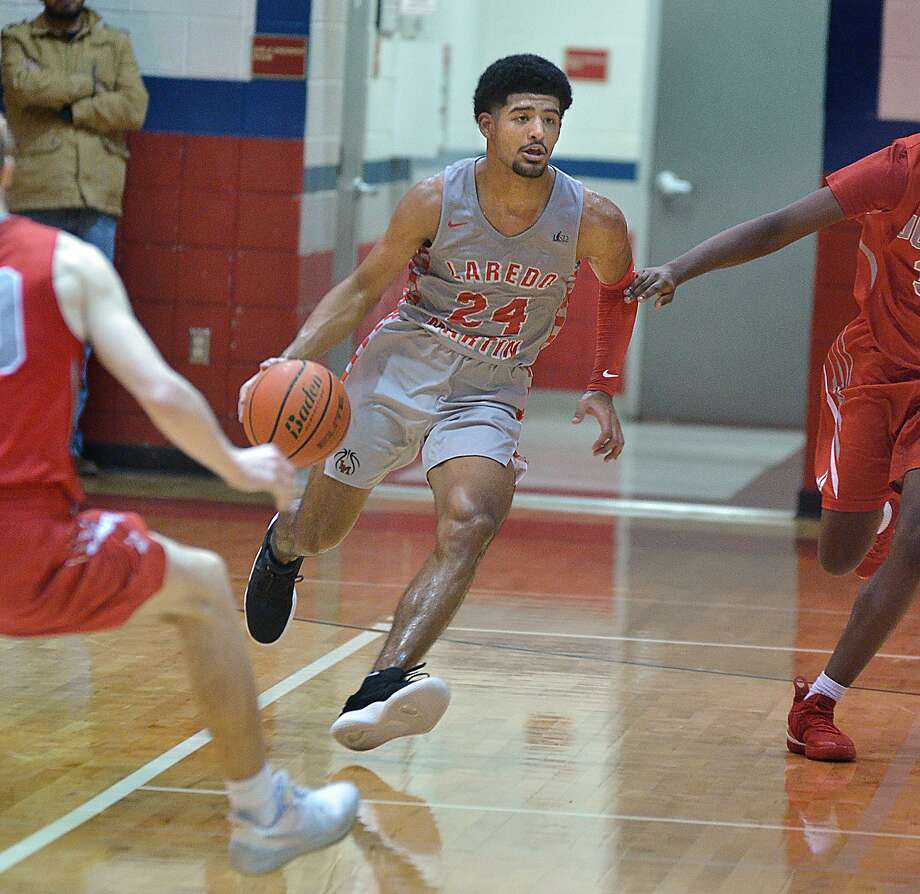 Mathew Duron earned Co-Most Valuable Player honors in District 29-5A. Duron helped power Martin to a undefeated-district season and to the regional semifinals of the state playoffs. Photo: Cuate Santos /Laredo Morning Times File / Laredo Morning Times