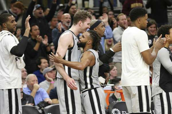 Spurs' Patty Mills (08) congratulates Jakob Poeltl (25) in the closing moments of the game against the Los Angeles Lakers at the AT&T Center on Friday, Dec. 7, 2018. Spurs come from behind to defeat the Lakers four-game win streak, 133-120. (Kin Man Hui/San Antonio Express-News)