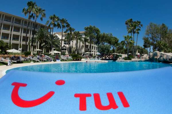 ILLUSTRATION - The logo of travel company TUI AG is pictured at a partner hotel of TUI in Platja de Muro, a town in the north of the Mediterranean island Mallorca, Spain, 09 June 2013. Photo:Julian Stratenschulte | usage worldwide (Photo by Julian Stratenschulte/picture alliance via Getty Images)