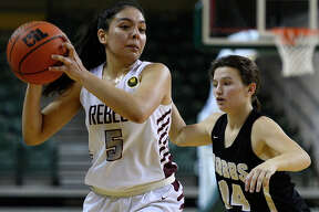 Lee's Selma Trejo looks to pass against Hobbs in the Tall City Oilman's Invitational Dec. 8, 2018, at Chaparral Center. James Durbin/Reporter-Telegram